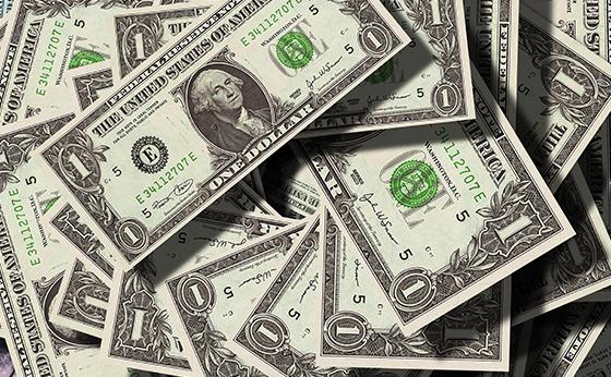Depois de encostar em R$ 4,20, dólar recua para R$ 4,1670